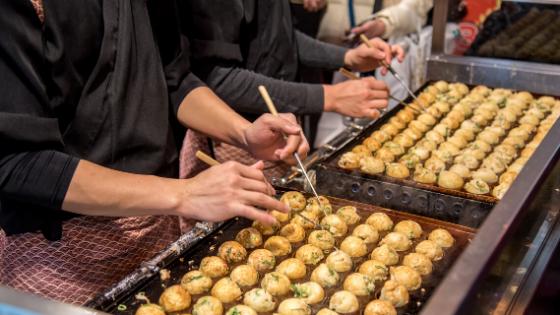 Cocinando el takoyaki